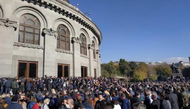 На мітингу опозиції в Єревані – десятки затриманих