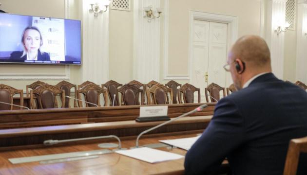 Україна хоче закупити COVID-вакцину за гроші проекту з ЄІБ