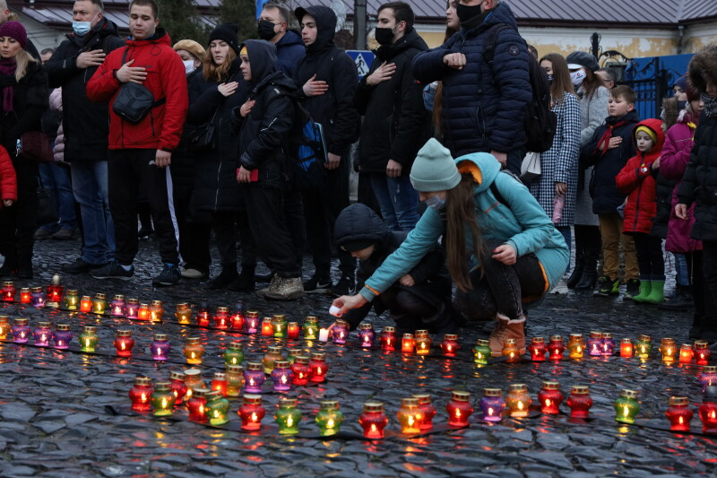 Лучани вшанували пам'ять жертв голодоморів в Україні