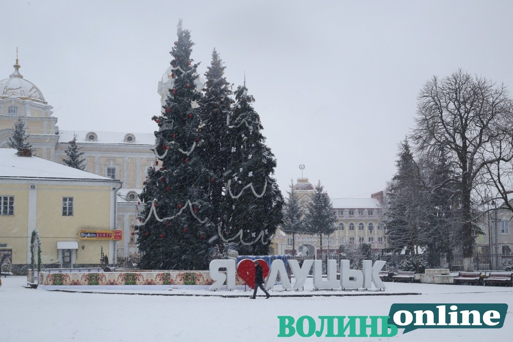 На монтаж Новорічного та Різдвяного містечка у Луцьку витратять понад 80 тисяч