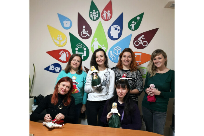 Учасниці соціального проекту у Луцьку створювали ляльки-мотанки