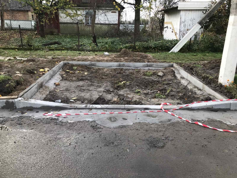 У місті поблизу Луцька ремонтують вулицю