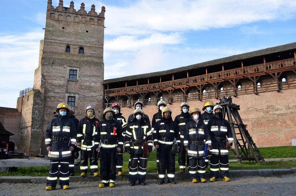 Рятувальники тренувалися гасити пожежі у Луцькому замку