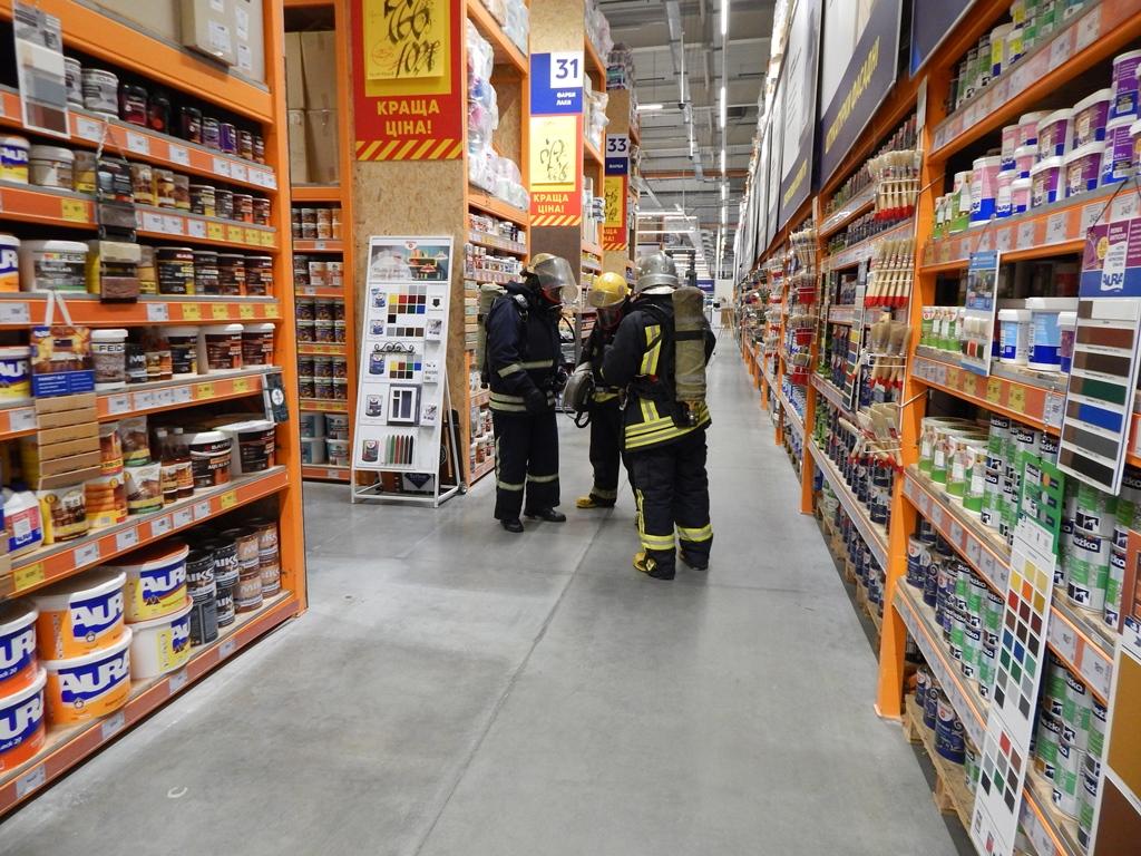 У Луцьку рятувальники тренувалися ліквідувати пожежі у торговельних центрах