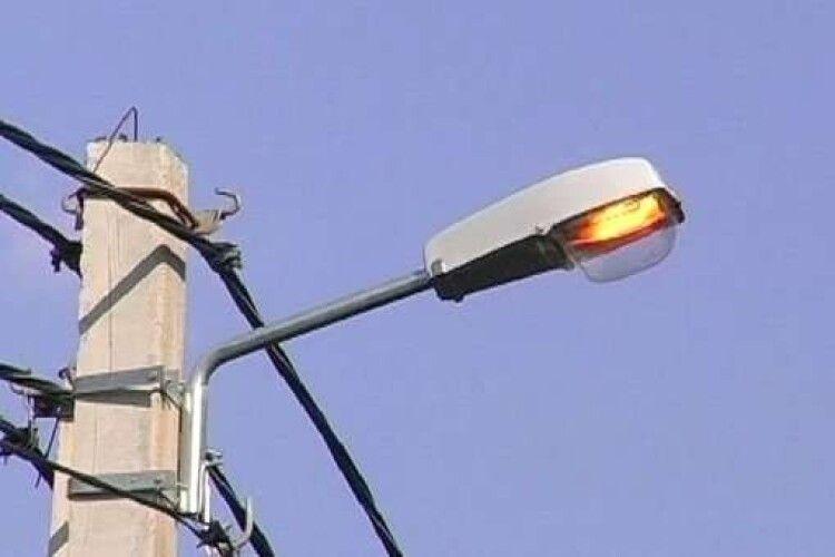 У селі на Горохівщині реконструюють освітлення за понад 300 тисяч