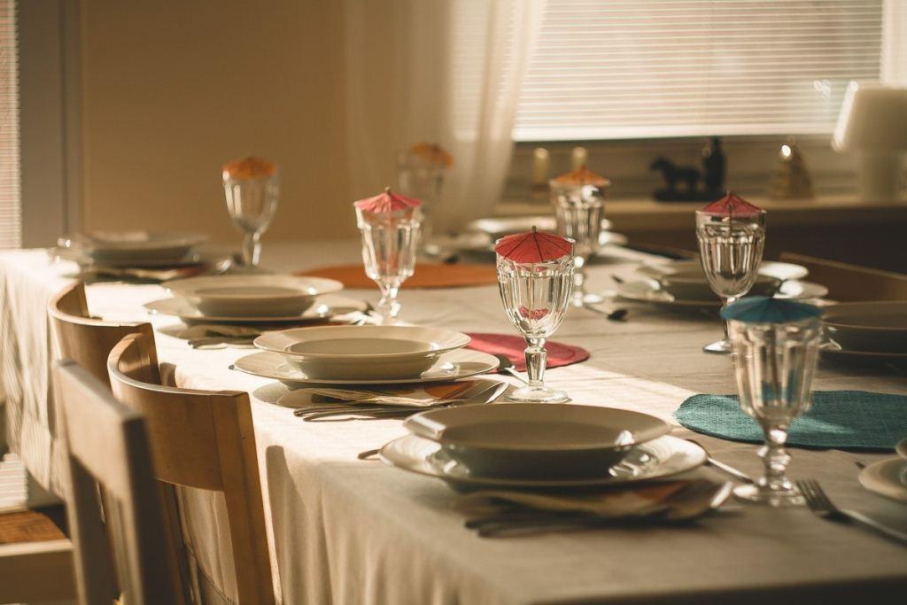6 модних кольорів столового посуду*