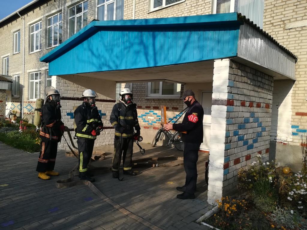 На Волині рятувальники загасили умовну пожежу у дошкільному закладі