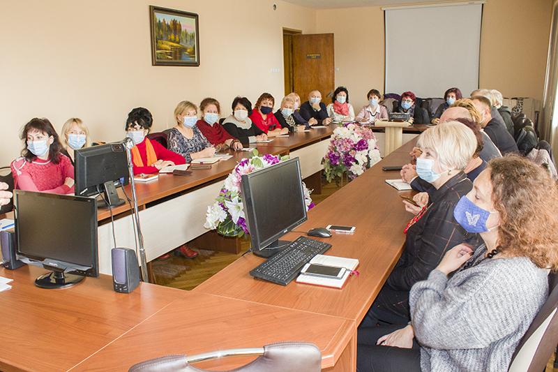 У Нововолинську директори шкіл виступили за продовження дистанційного навчання