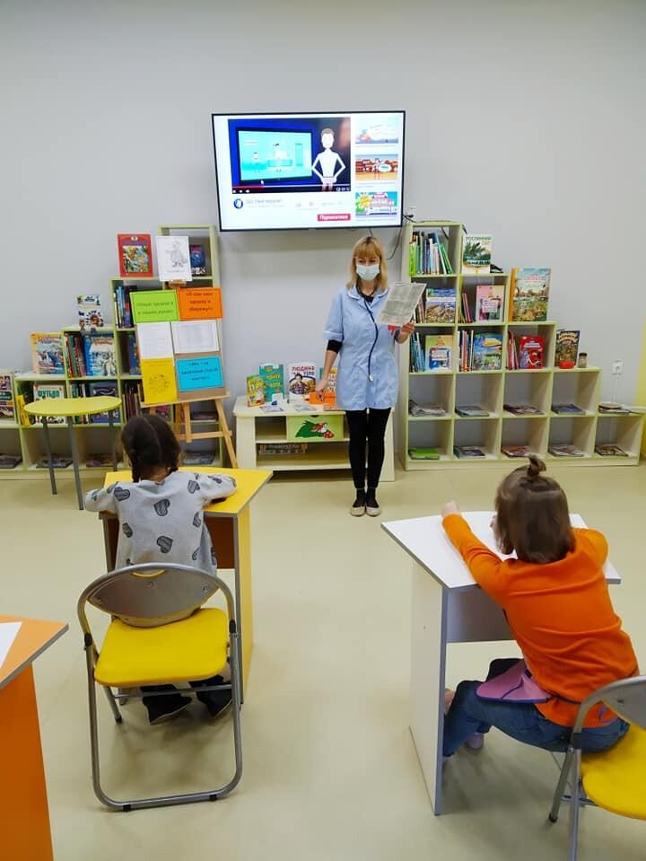 У луцькій бібліотеці діти «знайомилися» з вірусами та бактеріями