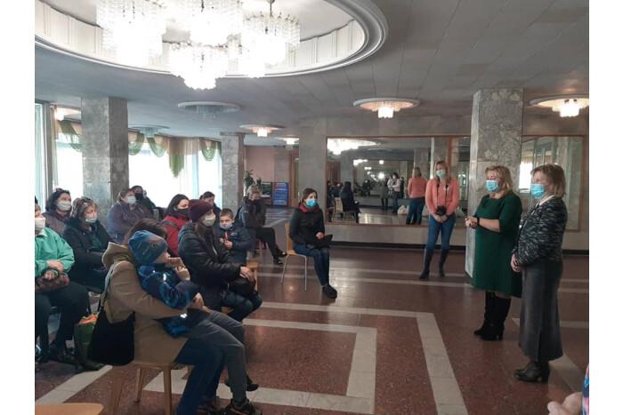 У Луцьку вручили продуктові набори сім'ям, у яких виховуються діти з особливими потребами