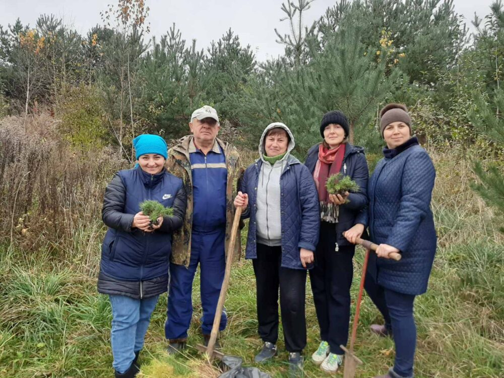 У громаді поблизу Луцька за день висадили понад тисячу дерев