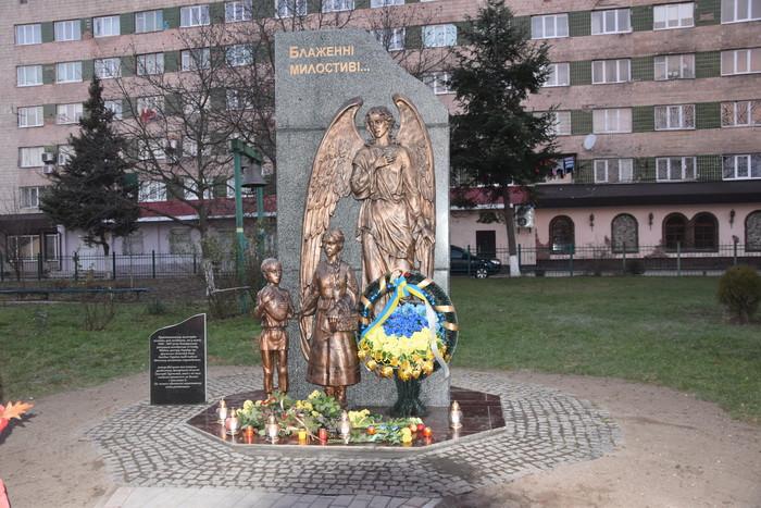 Лучан закликають долучатися до відзначення Дня пам'яті жертв голодоморів