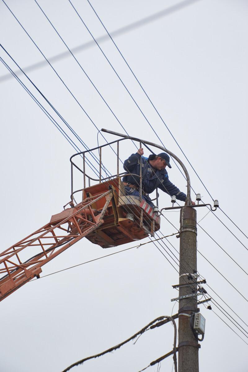 У Луцьку реконструюють освітлення на вулиці Конякіна