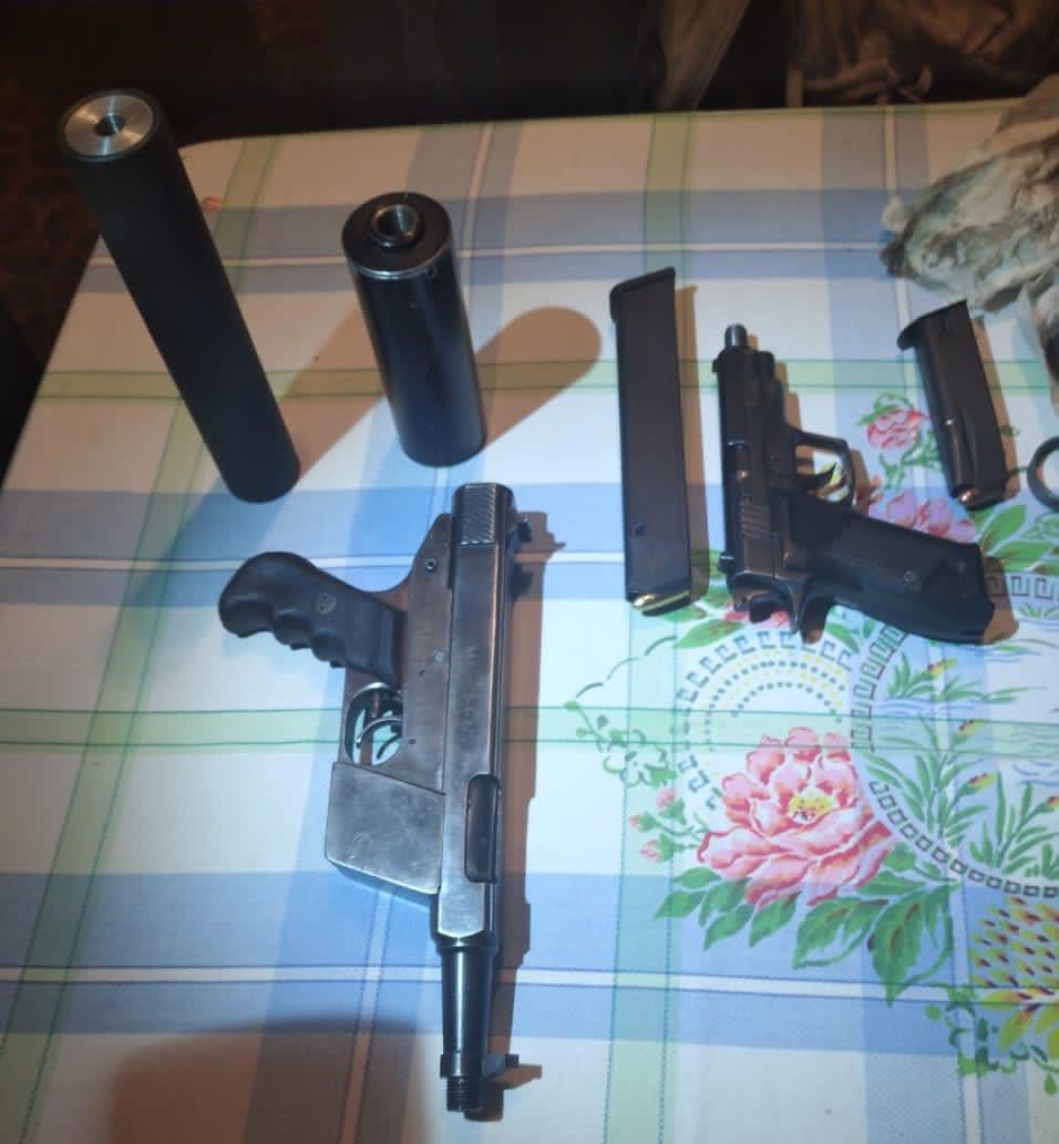 Мешканця Луцька підозрюють у торгівлі зброєю