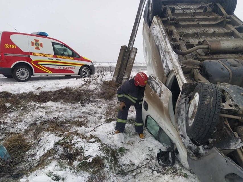 На Волині рятувальники допомогли двом водіям, які потрапили у ДТП