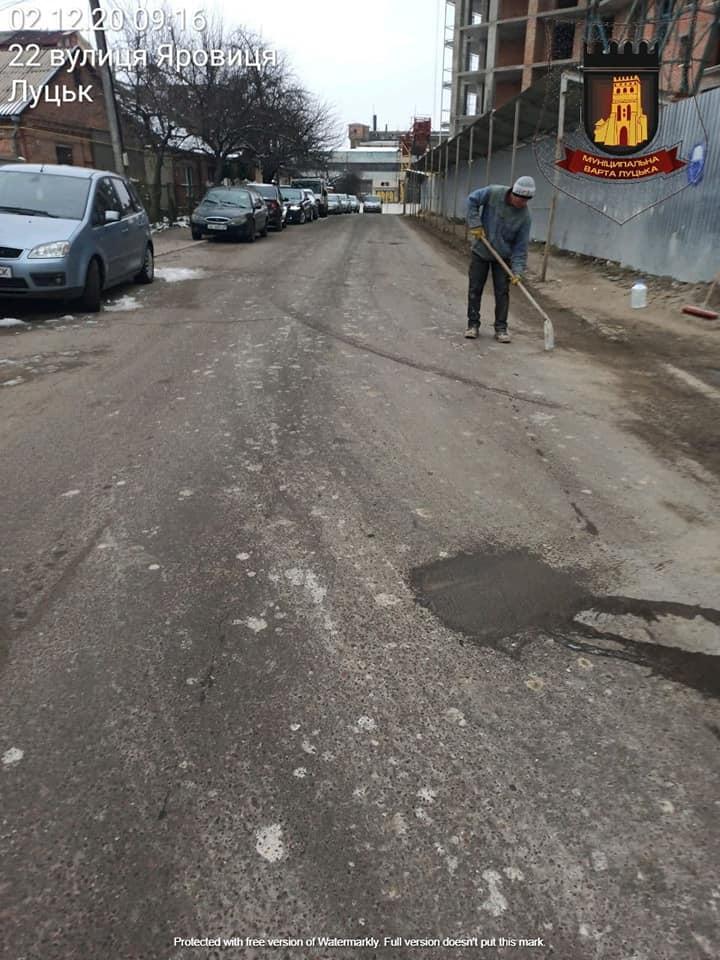 У Луцьку оштрафують працівника будівельної фірми за забруднення дороги