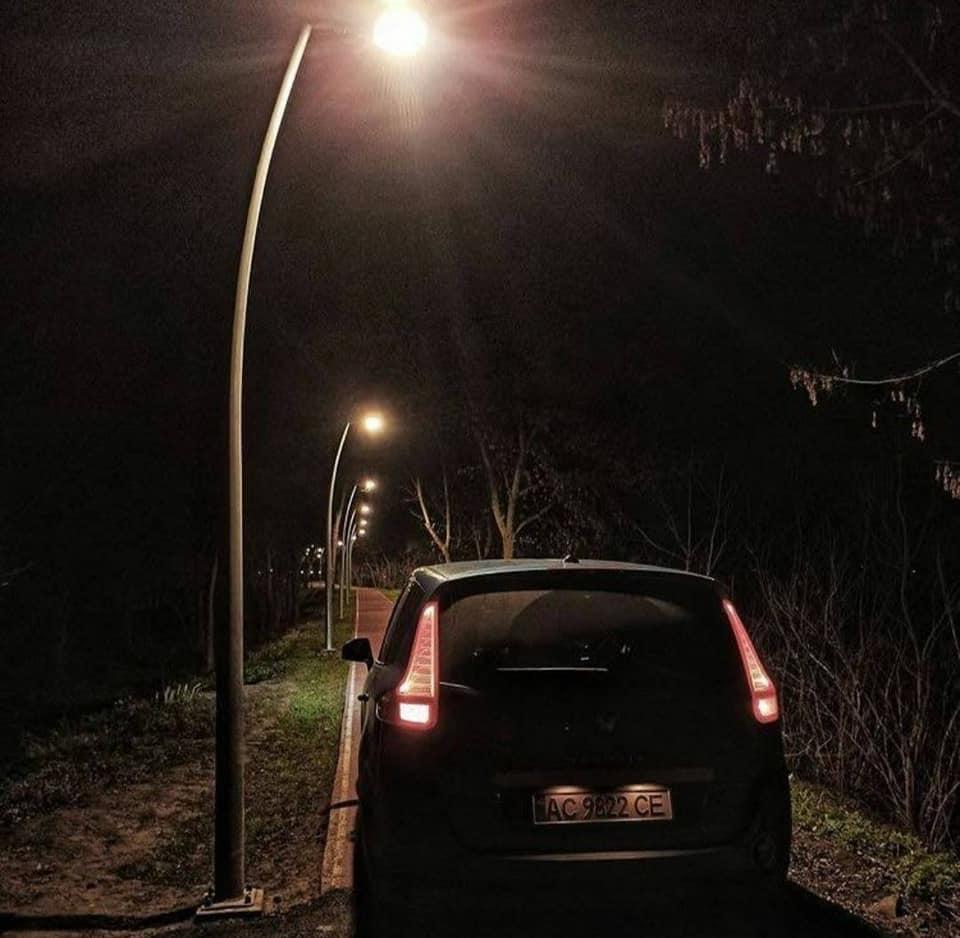 У Луцьку оштрафують водія, який роз'їжджав алеями парку