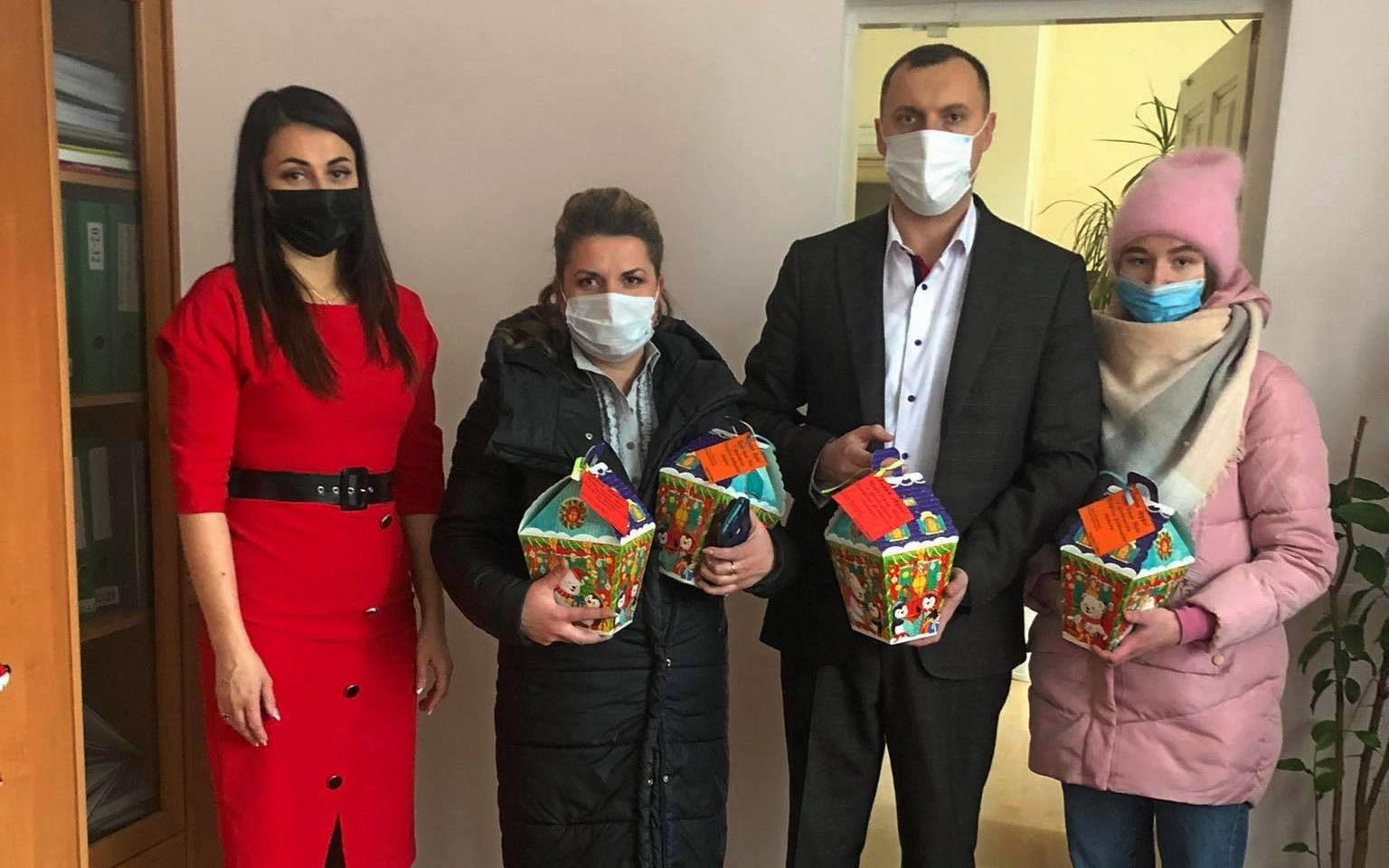 У Володимирі-Волинському вручили новорічні подарунки членам сімей загиблих військовослужбовців