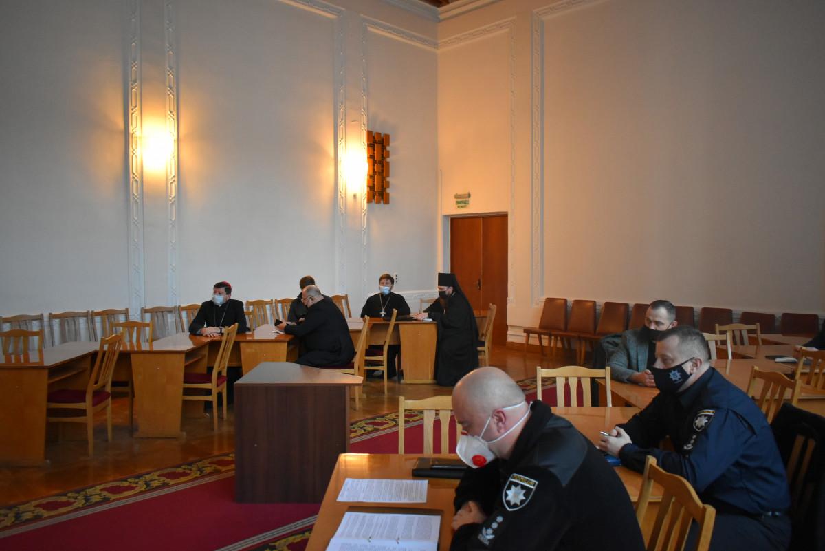 Представників волинського духовенства закликали проводити богослужіння онлайн
