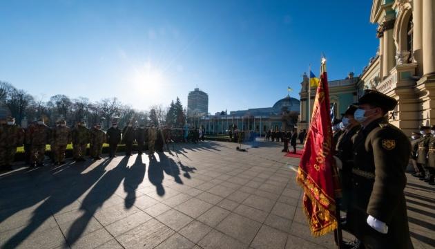 Зеленський обіцяє, що фінансування української армії не скоротиться