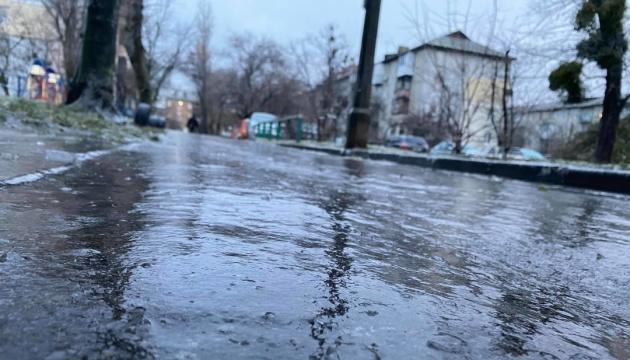 Через ожеледицю у Києві тільки за вихідні – понад 1300 травмованих