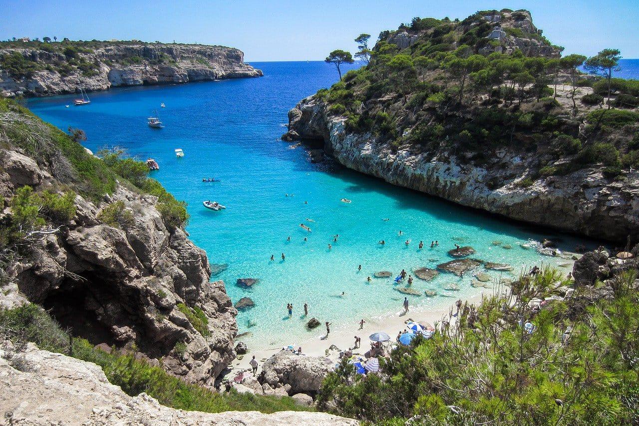 Іспанія планує пускати туристів без обмежень вже з березня 2021 року