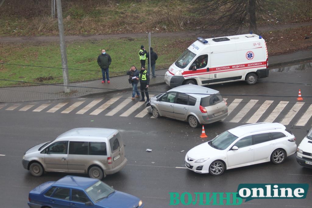 На одній з магістральних вулиць Луцька – ускладнений рух через ДТП