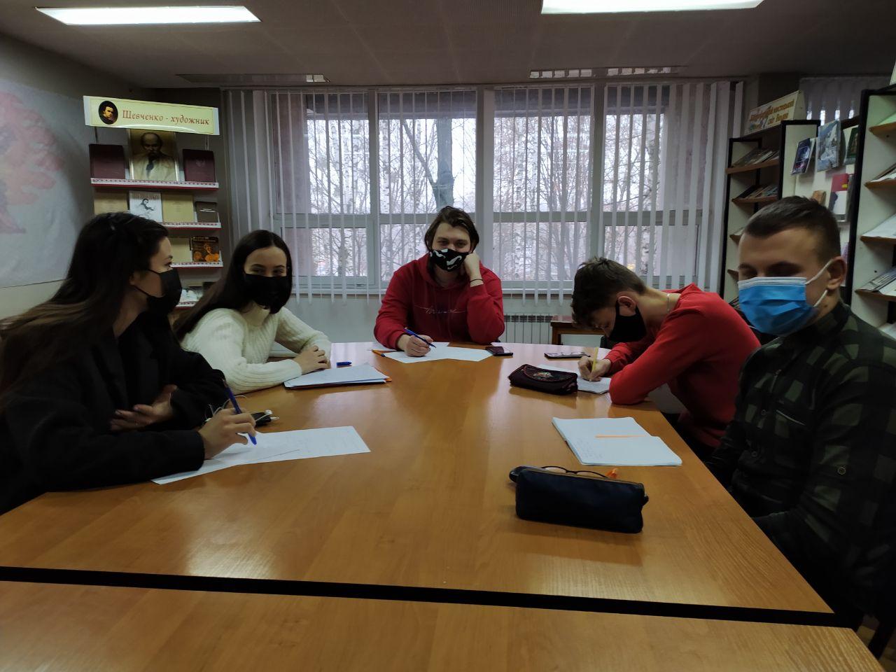 У Луцьку змагалися за дебатний «Новорічний кубок»