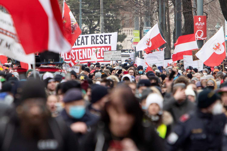У Відні тисячі людей протестували проти коронавірусних обмежень