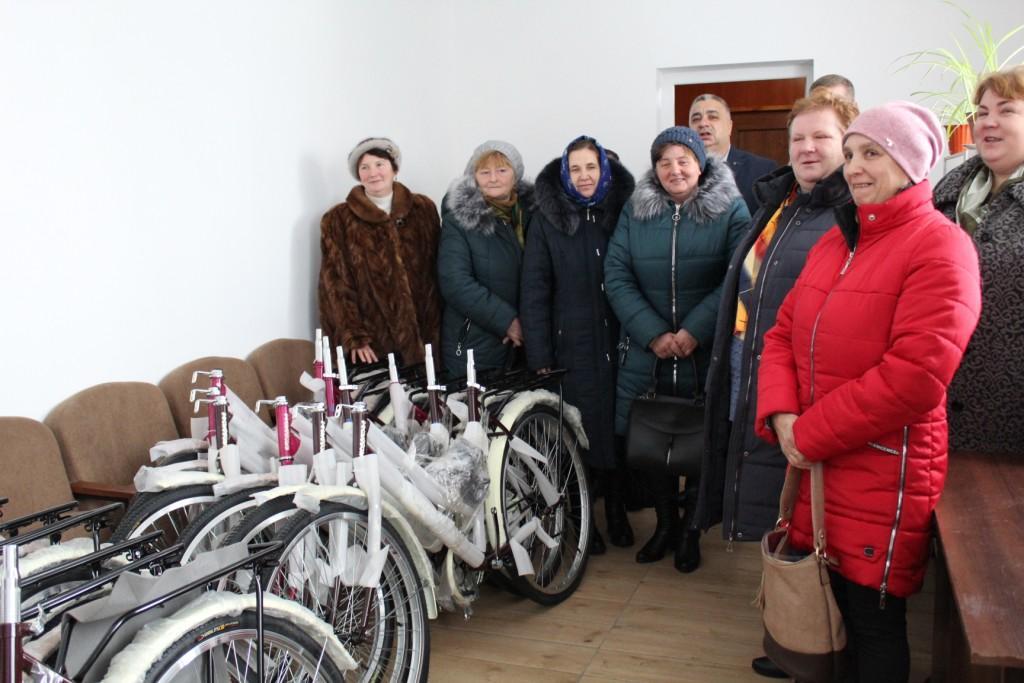 У волинській громаді соцпрацівники отримали новенькі велосипеди