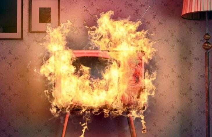 Вогнем зайнявся телевізор: у селі на Волині ліквідували пожежу в дерев'яній будівлі