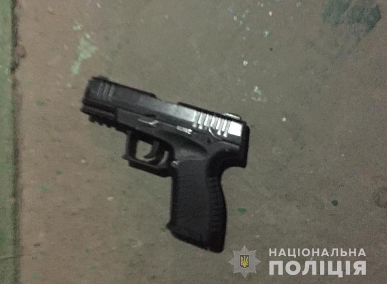 У Нововолинську п'яний чоловік стріляв з пістолета