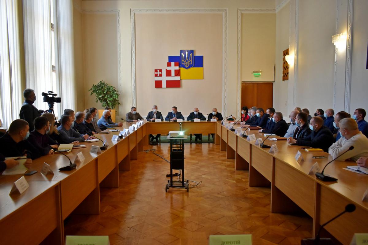 У Волинській ОДА радилися з представниками будівельних організацій