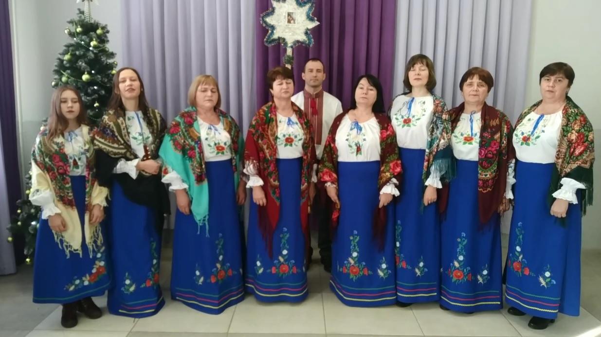 Вокальна група з села поблизу Луцька презентувала різдвяні вітання