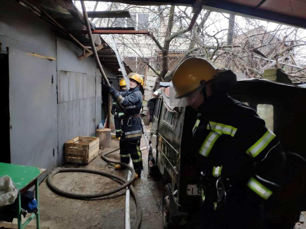 У Луцьку пожежники запобігли вибуху у гаражі