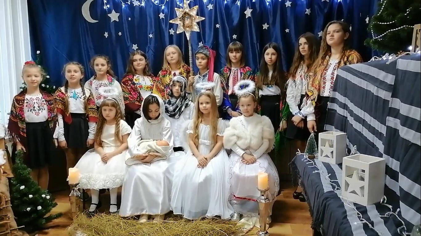 Дитяча музична школа з села поблизу Луцька дарує різдвяний онлайн-концерт