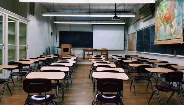 Школам семи областей рекомендують перейти на «дистанційку» через негоду