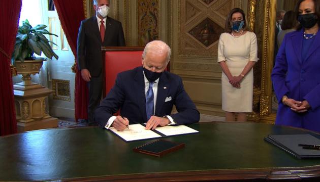Байден підписав перші три розпорядження на посаді президента США