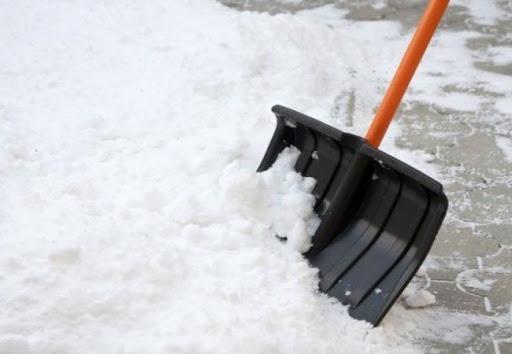 У Володимирі-Волинському суб'єктам господарювання нагадують про прибирання тротуарів від снігу та льоду