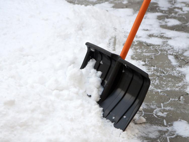 Неякісне прибирання снігу: у Луцьку зняли премії з комунальників