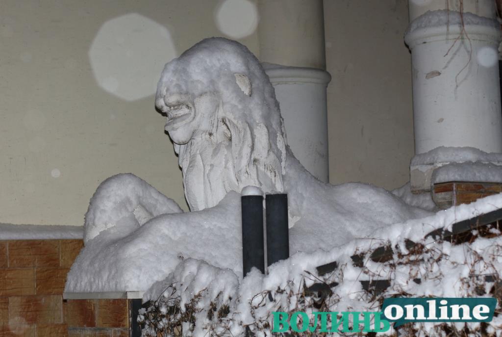 У Луцьку перенесли пленер «Снігова скульптура»