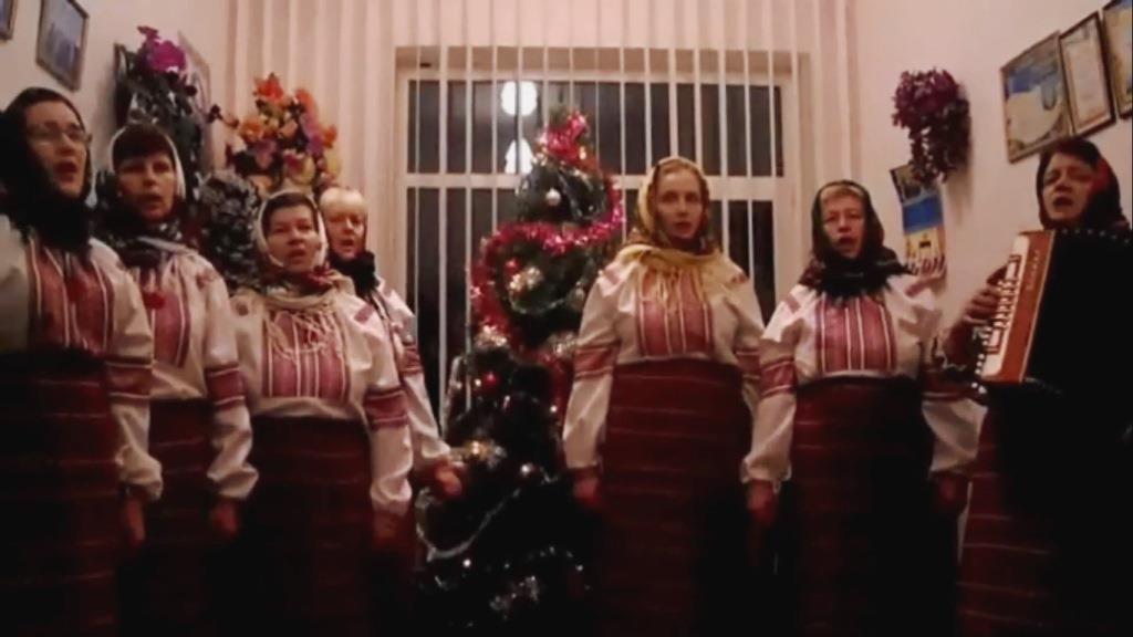Учасники колективу з села поблизу Луцька презентують відеопривітання з Різдвом