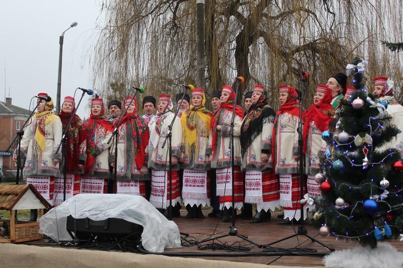 Біля головної ялинки Ковеля колядували колективи з міста та сіл громади