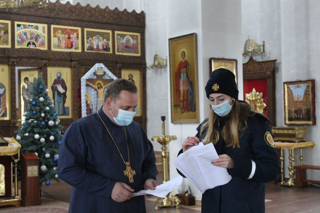Напередодні Різдва волинські рятувальники провели інструктажі зі священнослужителями