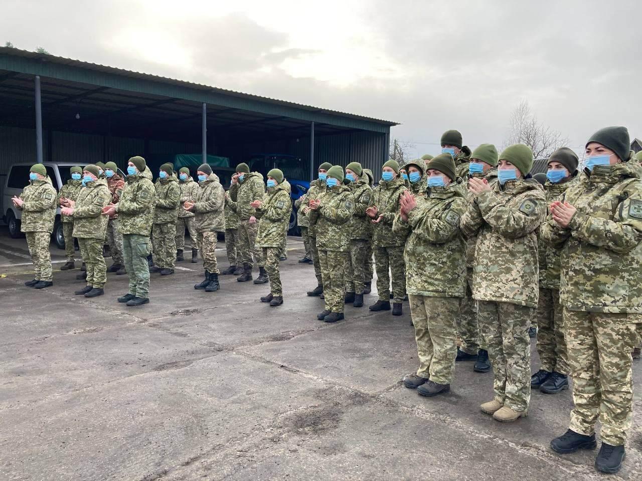 Військовий оркестр та капелан завітали з колядою у прикордонні підрозділи на Волині