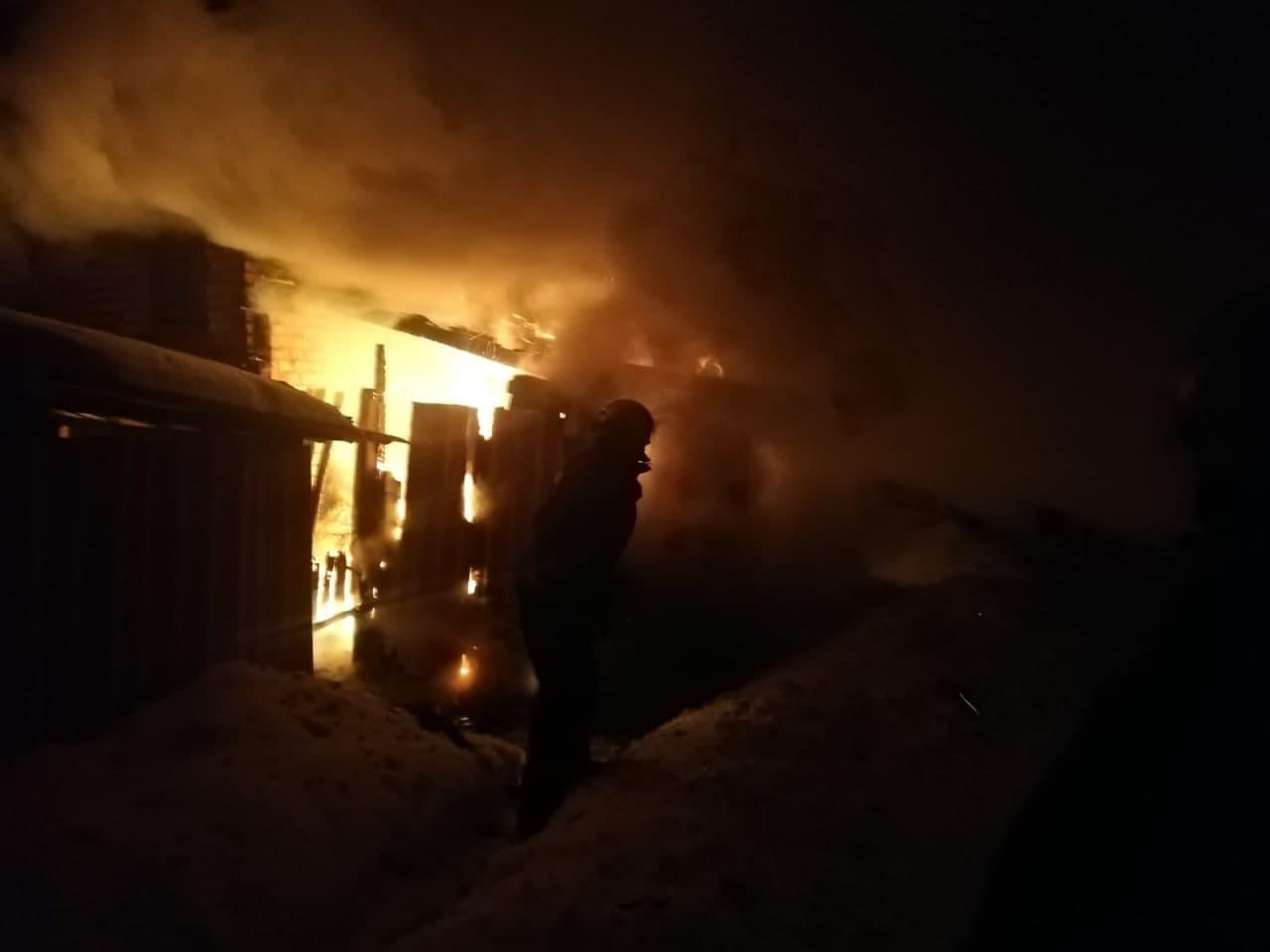 У селищі на Волині ліквідували пожежу у господарській споруді