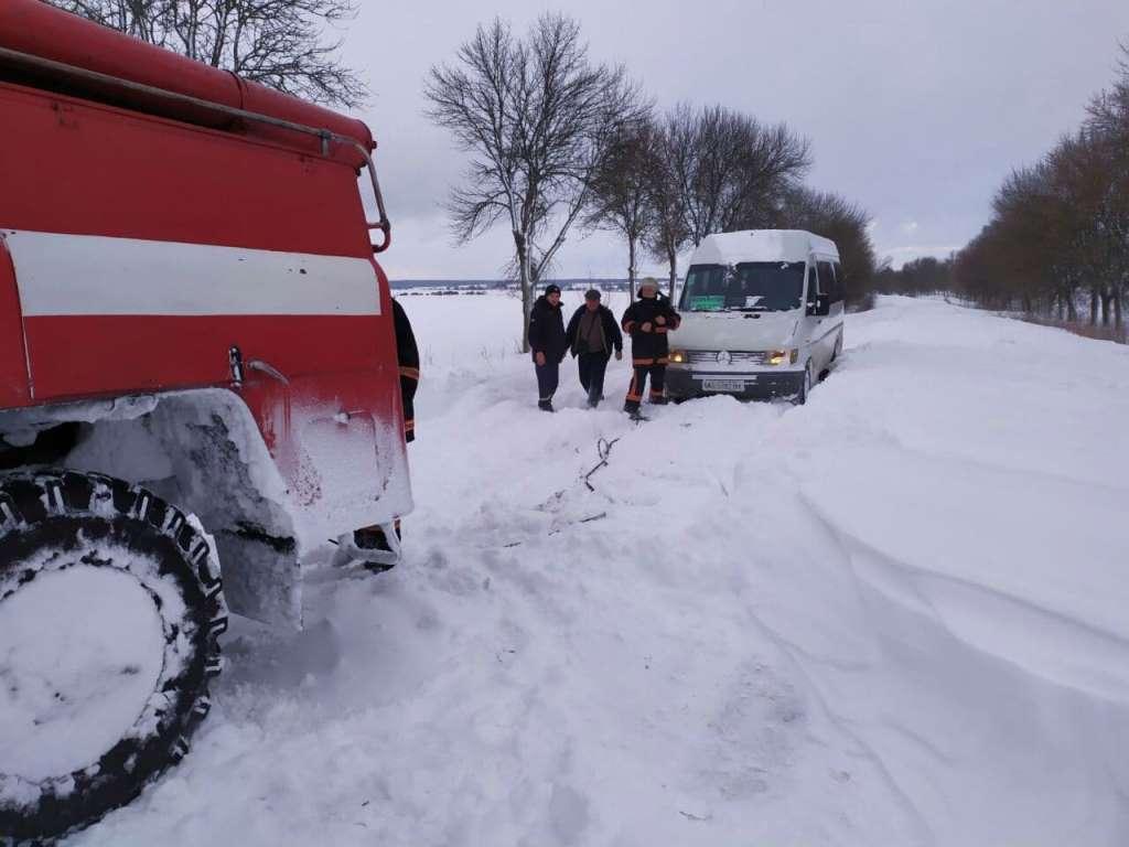 Минулої доби на Волині рятувальники вивільнили із заметів 14 автомобілів