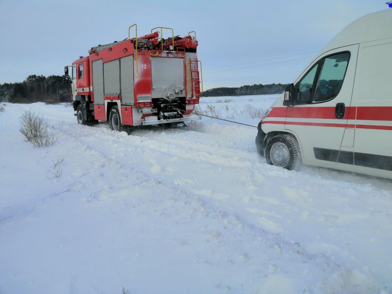 За вихідні зі снігових заметів на Волині рятувальники вивільнили 29 авто