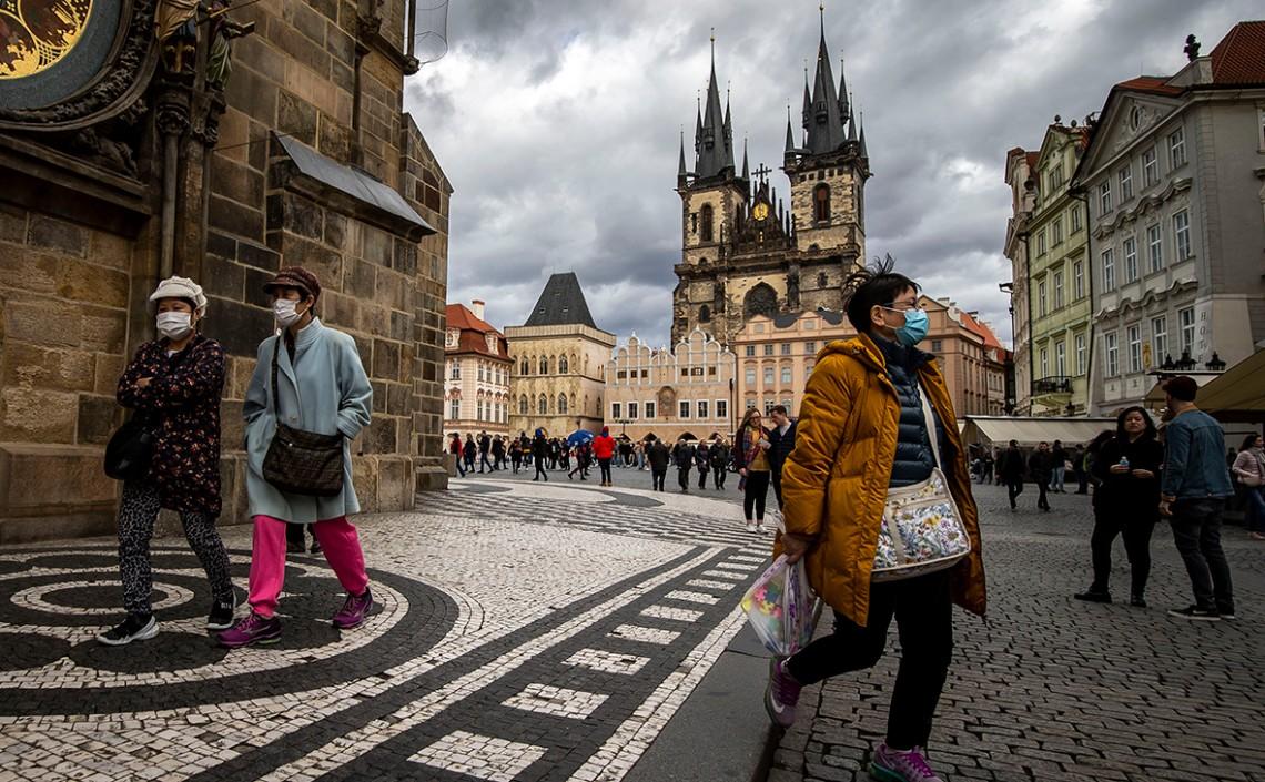 МОЗ Чехії надали ширші повноваження для запровадження коронавірусних обмежень