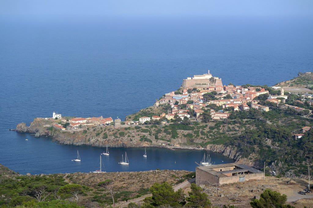 В Італії на острові з населенням 200 осіб сталися десятки крадіжок: всі підозрюють всіх